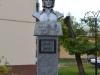 Gusev (Gumbinė). Busto dedicato a KD in una piazza cittadina.